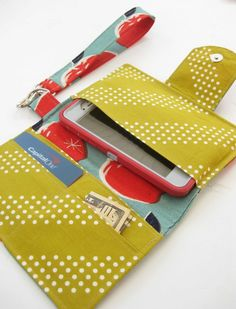 Sewing Bags Phone Wristlet Stylish Clutch Tutorial with HeatnBond Interfacing Easy Sewing Projects, Sewing Hacks, Sewing Tutorials, Sewing Patterns, Bag Tutorials, Purse Patterns, Sewing Stitches, Sewing Tips, Clutch Tutorial