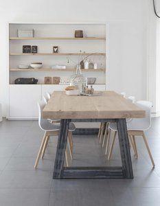 Prachtige eiken tafel met een opgedikt 4cm blad (4+4cm) en een onbewerkt stalen trapezium poot. Deze tafel is leverbaar in alle afmetingen vanaf 160cm t/m 300x110cm. Het blad is van robuust eiken m...