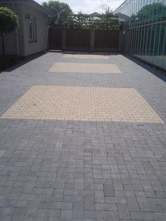 bestrating oprit - Google zoeken Patio, Google, Outdoor Decor, Home Decor, Driveway Entrance, Decoration Home, Room Decor, Home Interior Design, Home Decoration