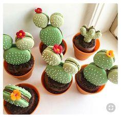 The most hallucinating macaroons - Cupcake - Macarons Köstliche Desserts, Delicious Desserts, Yummy Food, Disney Desserts, Cake Cookies, Cupcake Cakes, Macaron Cookies, Sandwich Cookies, Elegante Desserts