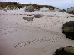Se nota mucho que el otro día en la playa nos aburriamos un poco?  #España #Galicia #Playas #RiasBaixas #Areoso #IsladeArousa Recorre Galicia en coche con http://www.reservasdecoches.com