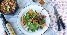 Bataatti + marinoitu tai savustettu tofu ja vegaaninen, kermainen kastike ovat täydelliset elementit kun vatsassa on nälkä ja mielessä nopea ja täyttävä kasvisruoka arkeen. Superhelppo resepti 😛
