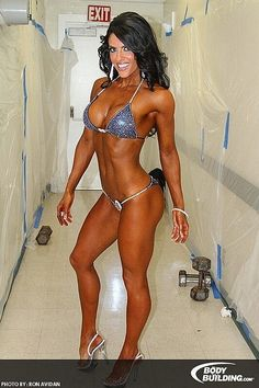 Female Form #StrongIsBeautiful #Motivation #WomenLift2 IFBB Bikini Pro Amanda Latona