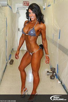 Female Form #StrongIsBeautiful #Motivation #WomenLift2 IFBB Bikini Pro Amanda Latona