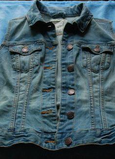 Kup mój przedmiot na #vintedpl http://www.vinted.pl/damska-odziez/marynarki-zakiety-blezery/15093678-dzinsowa-kamizelka-hm-36-s-jeans
