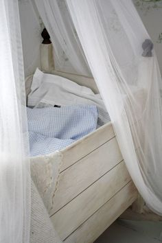 had to look and look and look to find this actual post. now not sure how to find actual crib.   mali-mo: itty-bitty-nursery
