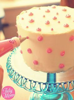 How to Decorate Birthday Cake with Butter Cream   TidyMom
