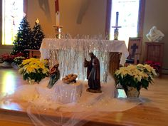 Manger in front of altar Church of the Holy Family Hebron, CT Nativity Church, Christmas Nativity, Christmas Wood, A Christmas Story, Christmas Projects, Church Christmas Decorations, Christmas Favors, Altar Decorations, Altar Design