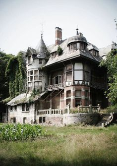 An old mansion in Belgium; gotta see this when we go.