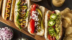 Move over ketchup and mustard: gourmet hot dog toppings are all the rage. Gourmet Grill, Gourmet Hot Dogs, Dog Recipes, Great Recipes, Cooking Recipes, Cooking Ham, Delicious Recipes, Recipe Ideas, Hot Dog Toppings