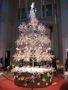DIAMOND CHRISTMAS TREE - OVER 900 CARATS AND VALUED AT CLOSE TO $2,000,000 IN 2007!  DEAR SANTA, I'VE BEEN A VERY GOOD GIRL AND NEED THIS FOR CHRISTMAS!  THANK YOU!