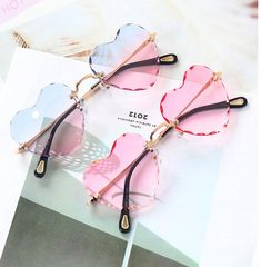 Fashion Hearts Sun Glasses ●Size:fit all time: business days. Heart Sunglasses, Cute Sunglasses, Sunglasses Women, Things To Buy, Girly Things, Mode Kpop, Lunette Style, Cool Glasses, Accesorios Casual