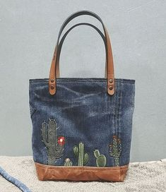 Lovely denim bag idea 2019 Lovely denim bag idea The post Lovely denim bag idea 2019 appeared first on Denim Diy. Denim Tote Bags, Denim Handbags, Denim Purse, Jean Purses, Purses And Bags, Embroidery Bags, Denim Crafts, Recycled Denim, Fabric Bags