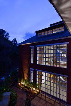 Panchgani Villa | HS Desiigns - The Architects Diary Interior Walls, Modern House Design, New Homes, Villa, Exterior, Architects, Mansions, House Styles, Outdoor Decor