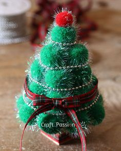 I am ordering a pompom maker right now so I can make these ADORABLE Christmas trees!