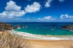 As opções variam entre destinos de praias paradisíacas e serras com pousadas aconchegantes Com o dól... - Shutterstock
