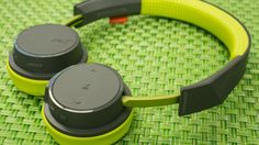 Plantronics BackBeat 500 raises the bar for cheap on-ear Bluetooth headphones - CNET$80.