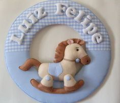 Guirlanda Porta de Maternidade - Cavalinho Confeccionado em tecido e feltro, pode ser feito em outras cores. Consulte-nos!