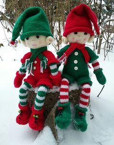 Happy on their snowy seat. Happy on their snowy seat. Christmas Elf Doll, Xmas Elf, Christmas Jingles, Christmas Makes, Christmas Crafts, Christmas Decorations, Knitted Doll Patterns, Christmas Knitting Patterns, Knitted Dolls