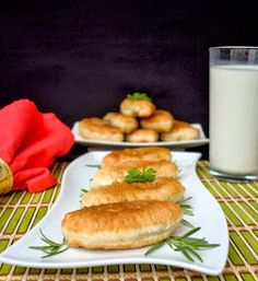 Leas Cooking: Quick Hand Pies Filled with Mashed Potato Pirojki. Пирожки с картошкой. Russian Dishes, Russian Recipes, Russian Foods, Vegan Recipes, Snack Recipes, Cooking Recipes, Vegan Meals, Cheap Meals, Easy Meals
