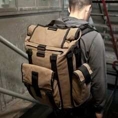 Arkiv Field Pack - Mission Workshop - completely customizable backpack with removable components. Festival gear victory.