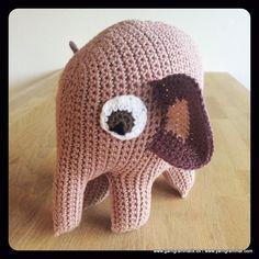 Den er vist til Agnes Knitting For Kids, Crochet For Kids, Diy Crochet, Crochet Toys, Crochet Baby, Baby Presents, Baby Gifts, Amigurumi Free, Knitting Patterns