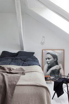 Sovrum i beige och mörkblått – Husligheter