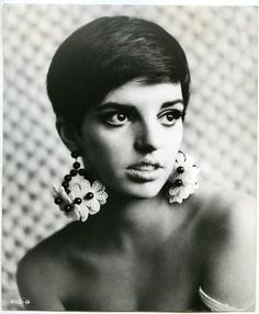 liza minnelli. Wow, she was really cute at some point!