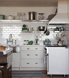 https://houseandhome.com/gallery/30-kitchens-that-dare-to-bare-all-with-open-shelves/