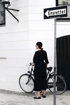 Elisa from www.schwarzersamt.com is showing an allblack look for CPHFW. She is wearing a black COS dress, H&M TREND pants, VAGABOND slipper, MANGO belt and VINTAGE sunnies. It's a minimal and monochrome outfit perfect so stroll through Copenhagen or go by bike.