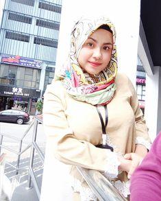 focus my goals 💪🌹 ( Hijab Teen, Arab Girls Hijab, Muslim Girls, Beautiful Hijab Girl, Beautiful Muslim Women, Hijabi Girl, Girl Hijab, Hijab Outfit, Stunning Brunette