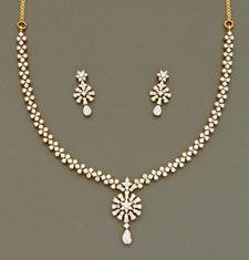 Mangatrai The Original Diamond Necklace Simple, Gold Jewelry Simple, Diamond Pendant, Gold Necklace, Gold Earrings Designs, Gold Jewellery Design, Necklace Designs, Diamond Jewellery, Bridal Jewelry