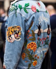 jacket and jeans image *Denim Outfits* Perfectly ripped, distressed denim on denim trendy gorgeousness Denim Jacket Patches, Patch Jeans, Denim Jackets, Patch Jean Jacket, Jean Jackets With Patches, Pins On Denim Jacket, Jean Rapiécé, Look Fashion, Denim Outfits