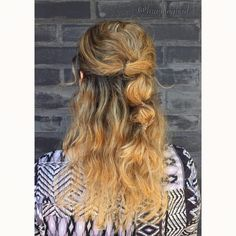 "81 tykkäystä, 3 kommenttia - Heli (@braidingbad) Instagramissa: ""Quick #bouncybobbles #pullback #hairstyle made with 4 @invisibobble Nano hairties. Style inspired…"""