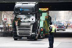 Vídeo registra caminhão invadindo feira de Natal em Berlim