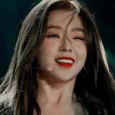 Image about green in Red Velvet by Magda Cerón Kpop Aesthetic, Aesthetic Photo, Kpop Girl Groups, Kpop Girls, K Pop, Blackpink Icons, Korean Girl, Asian Girl, Loona Kim Lip