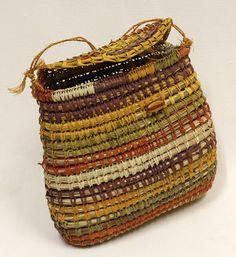 Pine Needle Crafts, Pine Needle Baskets, Rope Crafts, Textile Fiber Art, Pine Needles, Weaving Techniques, Handmade Bags, Basket Weaving, Handicraft
