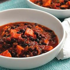 Sweet Potato and Black Bean Chili. Make a double batch of this quick vegetarian chili, full of black beans and sweet potatoes, and eat it for lunch the next day or freeze the extras for another night. Chili Recipe With Black Beans, Black Bean Chili, No Bean Chili, Bean Chilli, Chilli Food, Chili Recipes, Soup Recipes, Cooking Recipes, Healthy Recipes