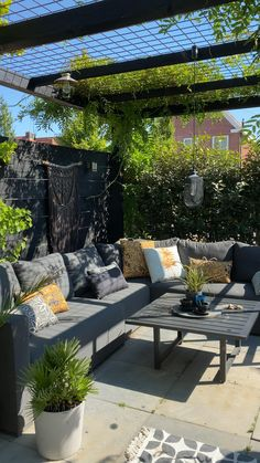 Backyard Patio Designs, Small Backyard Landscaping, Diy Patio, Outdoor Patio Decorating, Narrow Backyard Ideas, Backyard Decorations, Cozy Backyard, Patio Wall, Small Backyard Gardens