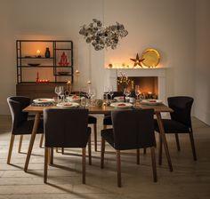 Stół wigilijny, złote dekoracje stołu wigilijnego, złote dodatki na stół wigilijny. Zobacz więcej na: https://www.homify.pl/katalogi-inspiracji/13083/zlote-ozdoby-i-dekoracje-swiateczne