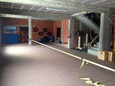 A lot of space in my garagegym. Slackline indoor