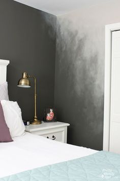 Wall Painting Ideas and Techniques for Modern Wall Design- Wand-Streichen-Ideen und Techniken für moderne Wandgestaltung Creative wall painting ideas for bedroom with ombre effect - Creative Wall Painting, Creative Walls, Paint Designs, Painted Wall Designs, Painted Wall Art, Bedroom Wall, Diy Bedroom, Bedroom Ideas, Master Bedrooms