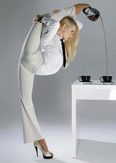 Think YOU are being overstretched in the office? Female contortionist brings new meaning to the term flexible working in incredible calendar shoot Slushies, Coffee Break, Coffee Time, Coffee Coffee, Morning Coffee, Coffee Club, Tea Time, Coffee Lovers, Coffee Server