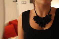 via Etsy. Collar Diy, Collars, Knifty Knitter, Jewelry Knots, Neck Piece, Diy Fashion, Tassel Necklace, Jewelery, Shakira