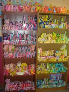 Ehrmergherd, look at this color coordinated pony collection. Interesting indeed.