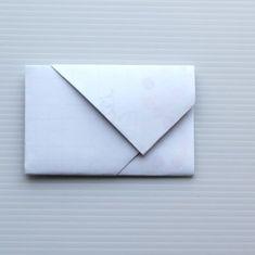 Envelope Diy, Envelope Carta, How To Make An Envelope, How To Fold Notes, Fold Paper Into Envelope, How To Make Envelopes, Envelope Templates, Origami Rose, Origami Folding