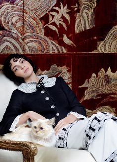 Vogue Feb - A Celebration of Karl Lagerfeld's Work in Vogue: Karl's cat Choupette with Kendall Jenner in a Chanel jacket and skirt. Photographed by Karl Lagerfeld, Vogue, September 2015 Kendall Jenner, Karl Lagerfeld, Laetita Casta, Le Style Du Jenner, Lineisy Montero, Son Chat, Pin Up, Chanel Jacket, Vogue Us