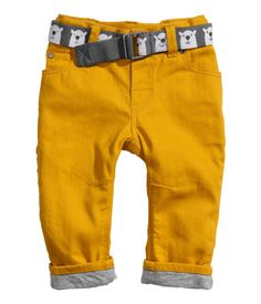 Shop online for a range of comfy, durable baby and kids' clothes, shoes and accessories at H&M - from cozy winter wear to cool summer outfits. Little Boy Outfits, Baby Boy Outfits, Kids Outfits, Toddler Pants, Baby Pants, Two Piece Outfits Pants, H&m Baby, Baby Boys, H&m Trousers