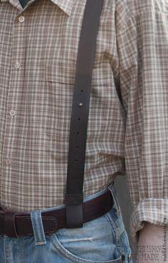 Купить или заказать Кожаные подтяжки в интернет-магазине на Ярмарке Мастеров. Подтяжки с креплением на ремень. Изготовлены из натуральной шорно-седельной кожи. Застежка регулируется винтовыми шпиньками. За счет резинки достигается более плотное прилегание подтяжек к телу, не стесняющее движение. Все швы прошиты вручную вощеной нитью. Оттенок цвета на изображении может отличаться от реального оттенка за счёт цветопередачи вашего монитора.