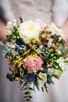8 magical ideas to create with your winter wedding flowers © dominicwhiten.co.uk